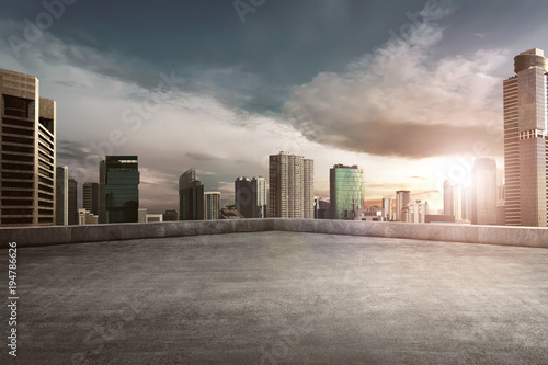 Poster Batiment Urbain Rooftop balcony with cityscape