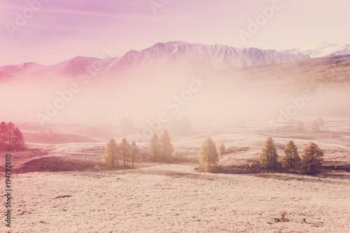 mgla-w-dolinie-gorskiej-poranna-mgla-nad-jeziorem