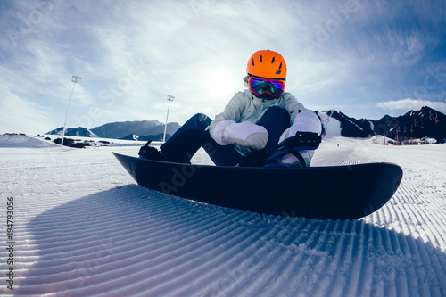 Poster Wintersporten one young woman snowboarding in winter mountains