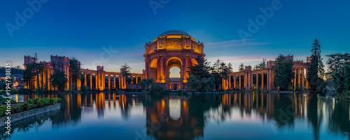 Photo  Palace of Fine Arts at sunset in San Francisco California