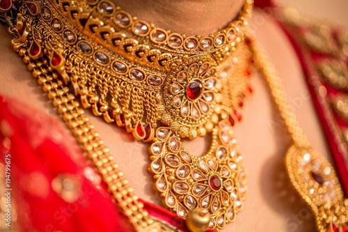 Bride's Jewelery in Indian ...