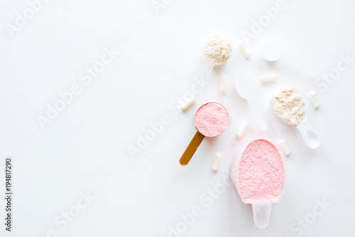 Fotografia  sports supplements for bodybuilding on a white background mockup