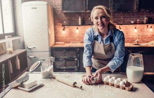 Obraz na płótnie Senior woman cooking on kitchen
