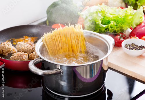 Fotografija Cooking spaghetti in a pot with boiling water