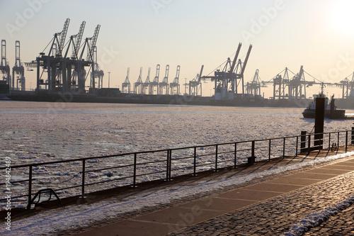 Poster Port Hamburg Hafen mit gefrorener Elbe, Deutschland