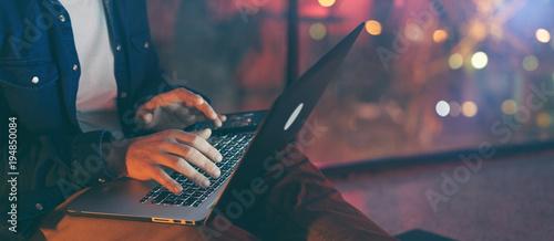 Obraz Man working on laptop at night - fototapety do salonu
