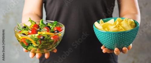 Süssigkeiten Gegen Obst und Gemüsse (Diät Konzept) Fototapete
