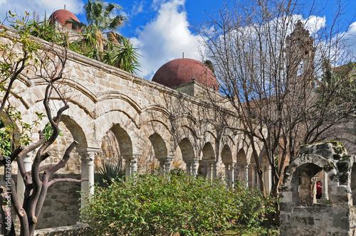 In de dag Palermo Palermo, rovine del chiosro di San Giovanni degli eremiti
