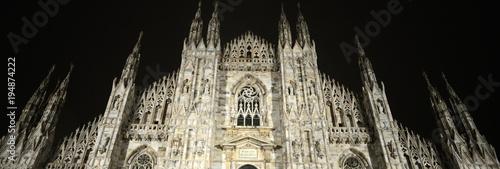 Vista del Duomo di Milano di notte Canvas Print