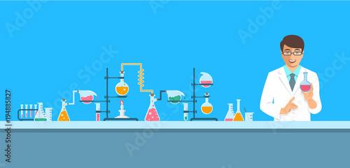 Fotografía  Chemist in chemical laboratory