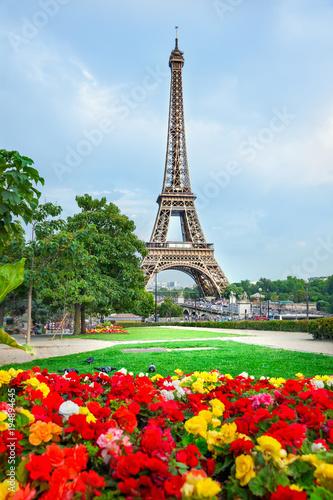 Deurstickers Eiffeltoren Flowers and Eiffel tower