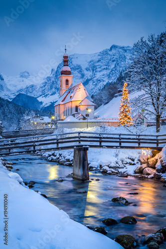 Foto-Kuscheldecke premium - Church of Ramsau in winter twilight, Bavaria, Germany (von JFL Photography)
