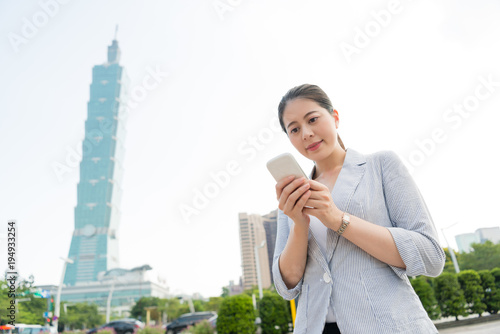 Photo  beautiful woman texting message to her client