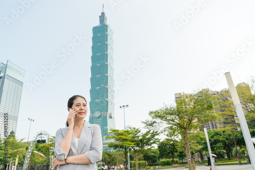 woman enjoys the business travel in Taiwan плакат