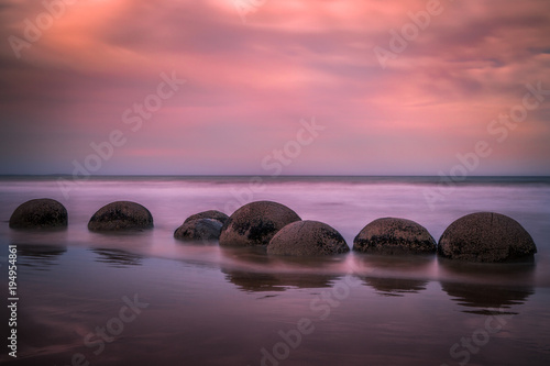 Photo Moeraki Boulders, New Zealand - beautiful Landscape, sunset