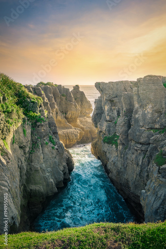 Fototapeta  Pancakes Rocks and Blowholes - Punakaiki, West Coast, New Zealand