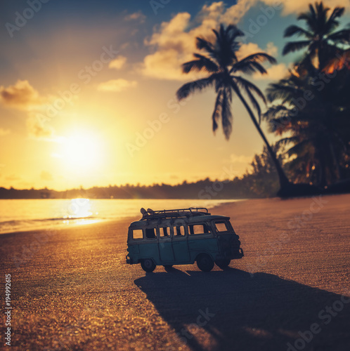 Foto op Plexiglas Retro Vintage miniature van on the tropical beach at sunrise