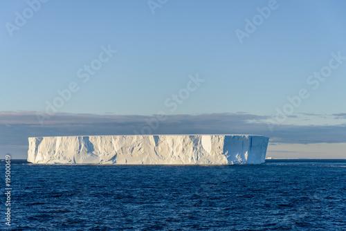 Spoed Foto op Canvas Antarctica Tabular iceberg in Antarctica