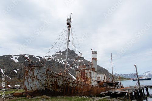 Foto op Canvas Schipbreuk Old whaling rusty ship on Grytviken, South Georgia