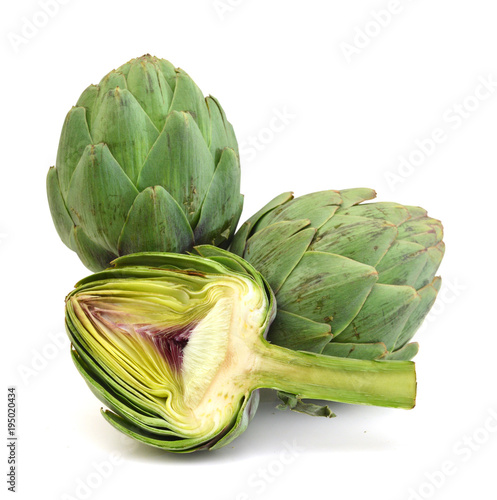 Photo Fresh Artichokes isolated on white background