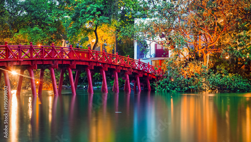 Foto op Canvas Asia land iconic red bridge in Hanoi, Vietnam