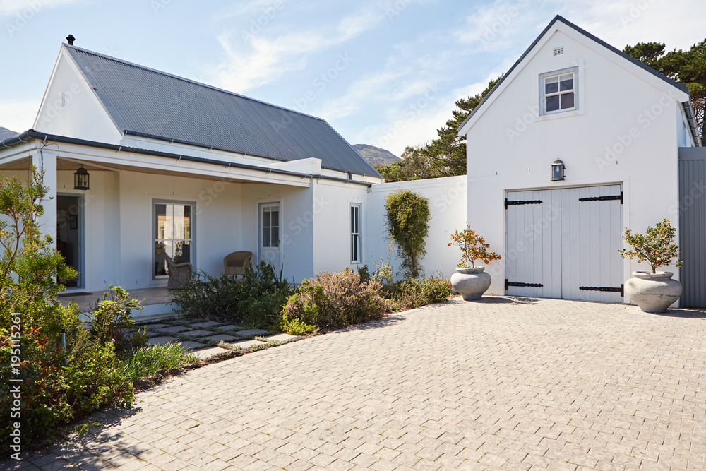 Fototapety, obrazy: Front exterior of a large country style home