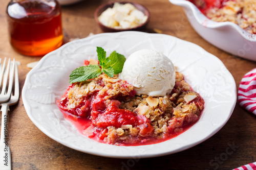 Photo  Crumble with berries and fruits with vanilla ice cream.