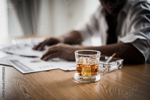 Fotomural  Businessman drinking from stress at workplace