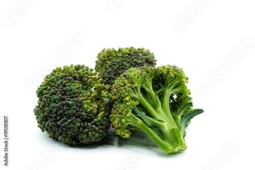 brokkoli brokkoliröschen isoliert freigestellt auf weißen Hintergrund, Freisteller