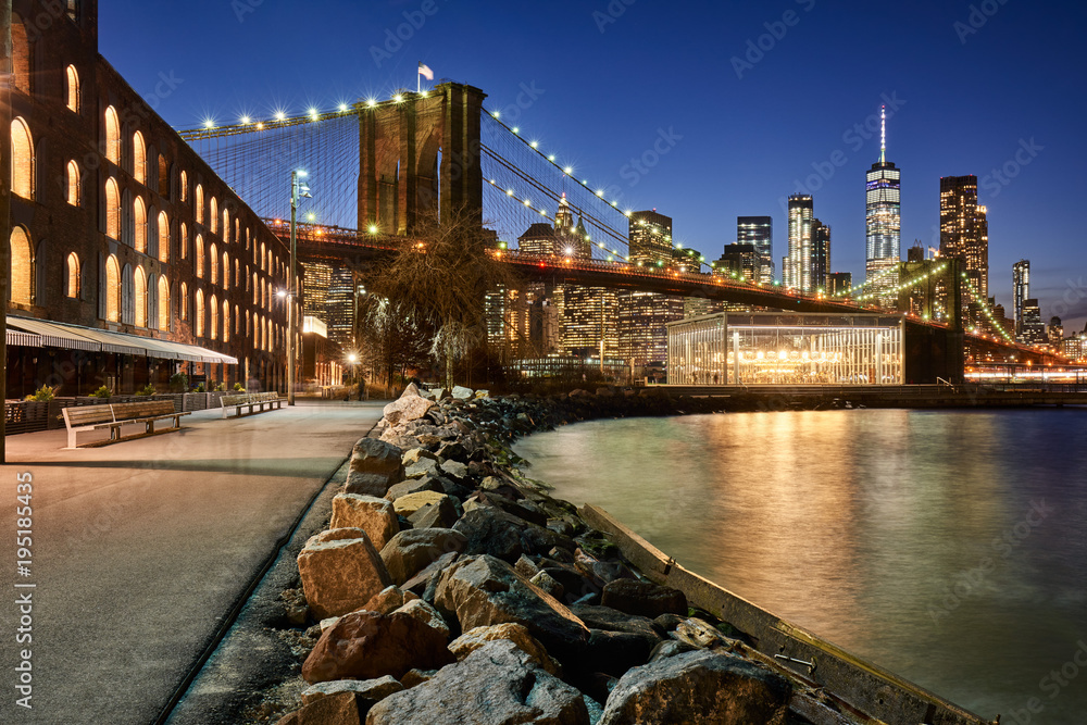 Fototapety, obrazy: Brooklyn Bridge Park riverfront at twilight with view on the skyscrapers of Lower Manhattan and the Brooklyn Bridge. Brooklyn, Manhattan, New York City