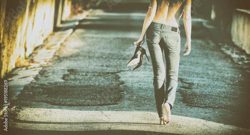 Valokuva Donna che passeggia