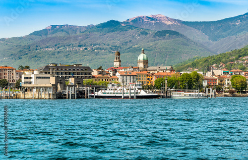 In de dag Stad aan het water Harbor of Intra Verbania, is a little town on the shore of Lake Maggiore, Italy