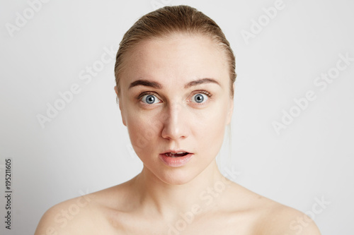 Photo  Beautiful blonde young woman portrait. Mock up. Beauty concept