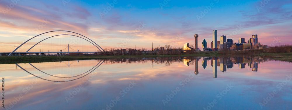 Fototapeta Dallas Skyline Reflection on Trinity River During Sunset, Dallas, Texas.