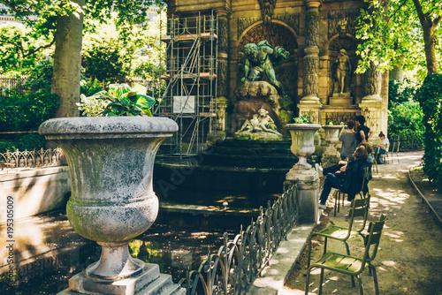 Medici Fountain in Jardin du Luxembourg (Luxembourg Garden) in Paris, France Fototapeta