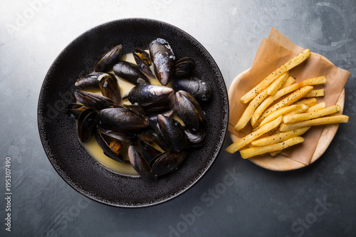 Poster Coquillage Mussels with french fries