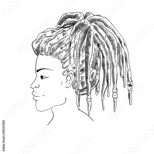 Photo  Portrait of woman with dreadlocks in profile