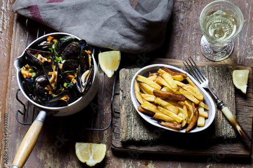 Moules-frites, blue mussel and french fries, white wine