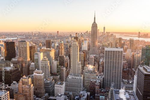 Fototapeten New York Lower Manhattan Downtown skyline panorama from Brooklyn Bridge Park riverbank, New York City, USA