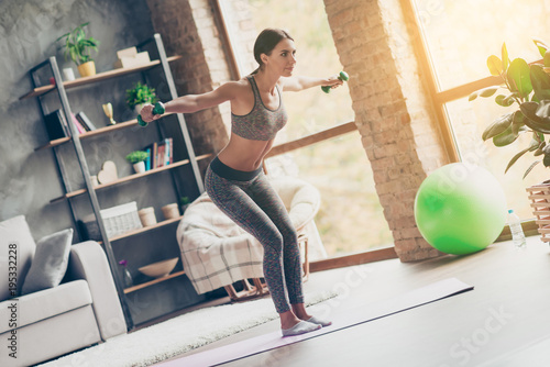 Fotografia  Low-angle photo of sportive strong active attractive purposeful ideal woman with