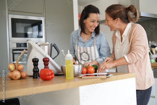 Poster Cuisine Friends cooking together with kitchen robot and tablet