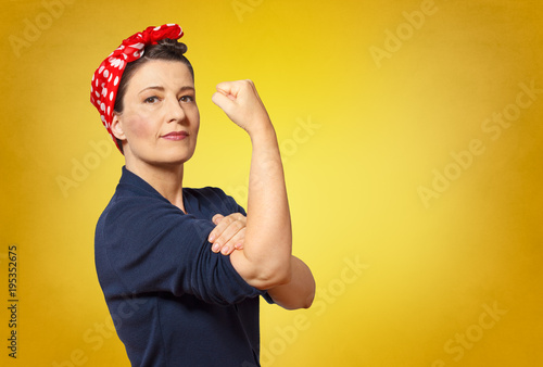 Photo  rosie riveter woman copy space