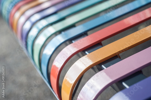 Fotografia  closeup of colorful metallic bench in the street