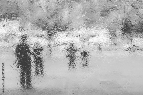 Foto op Aluminium Purper silhouettes of people behind a rainy window