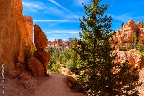 park-narodowy-bryce-canyon-piesze-wycieczki-na-queens-garden-trail-i-najavo-loop-do-kanionu-utah-usa