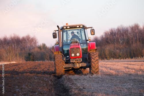 tractor plough Obraz na płótnie