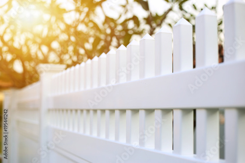 Cuadros en Lienzo White picket or fence ready made for installed around the house.
