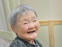 くつろぎ・微笑むおばあちゃん