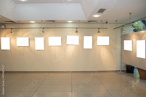sergi salonu boş tablolar