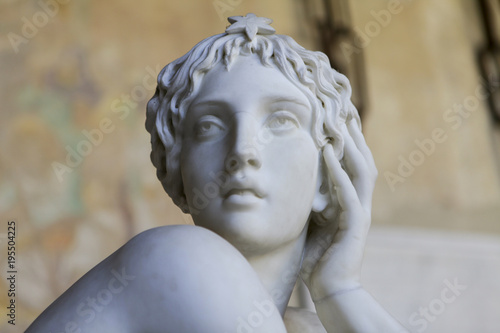 Obraz na płótnie Marble sculpture of beautiful woman in a greek style